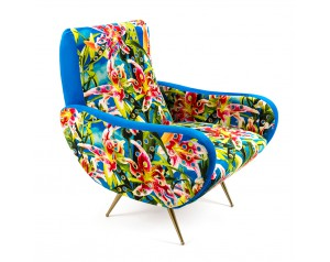 Toiletpaper Flower with Wholes Armchair